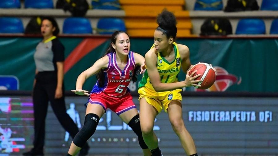 Aaliyah, filha de Adrianinha, joga pela seleção sub-16 - Divulgação/Fiba