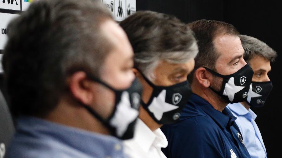 CEO Jorge Braga, presidente Durcesio Mello, Enderson e diretor executivo Eduardo Freeland na apresentação do novo técnico do Botafogo - Vitor Silva / Botafogo