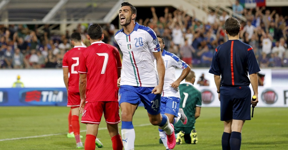 Pellè comemora o gol da Itália sobre Malta