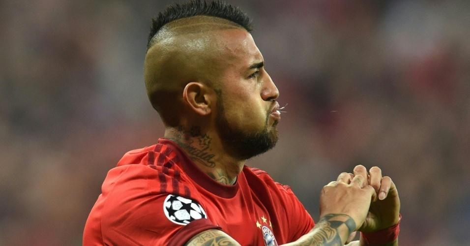 Vidal comemora após abrir o placar para o Bayern de Munique contra o Benfica pela Liga dos Campeões