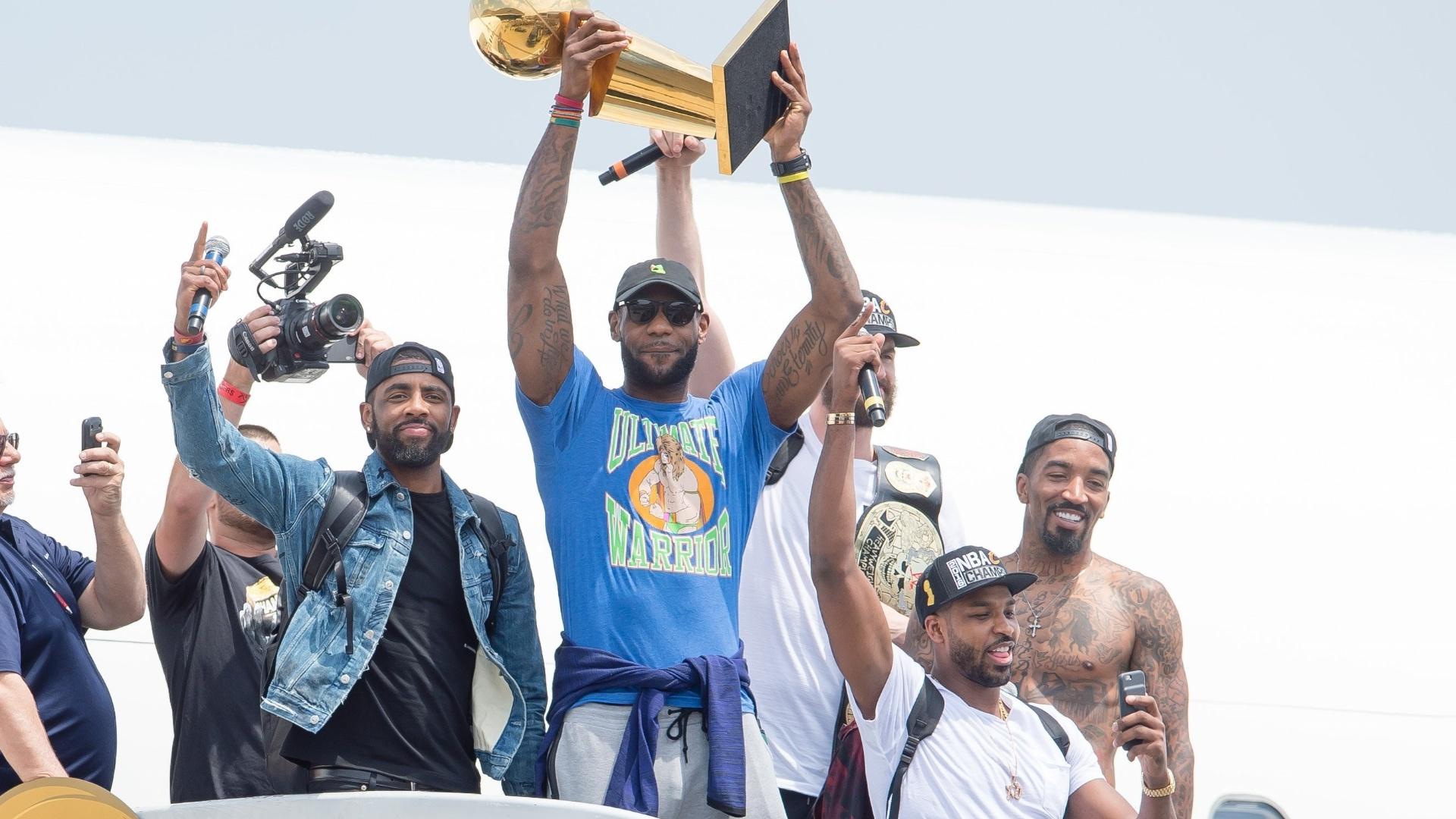 Cavaliers chegam a Cleveland após conquista do título da NBA sobre o Golden State Wariors