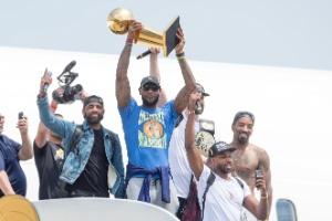 Com idolatria a LeBron James, mais de 20 mil fãs recepcionam campeões Cavs (Foto: Jason Miller/Getty Images/AFP)