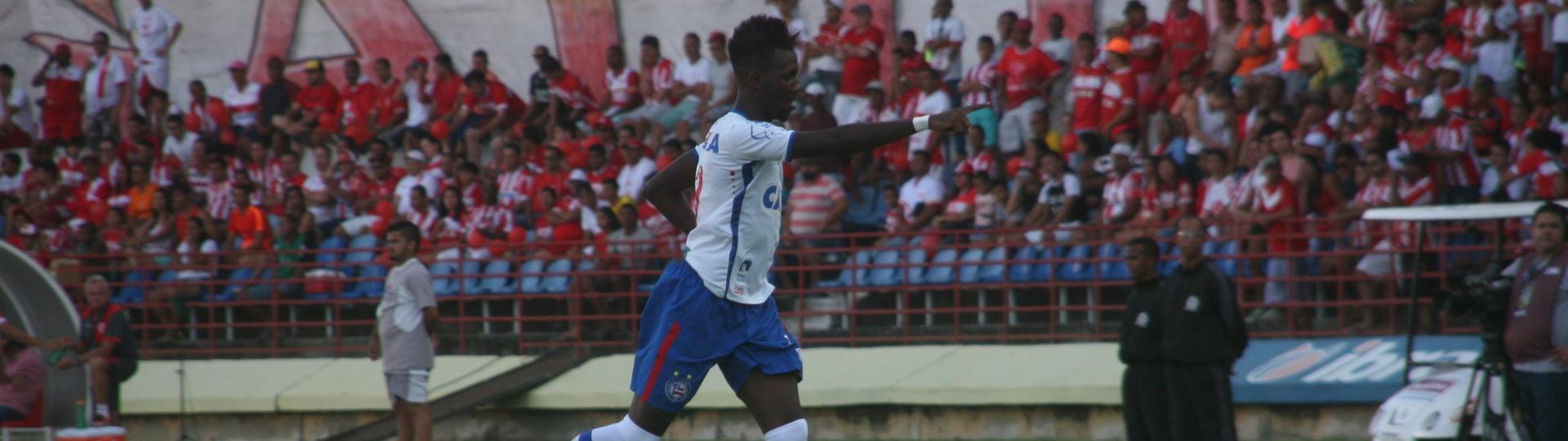 Allano marca para o Bahia contra o CRB