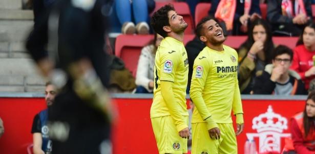 Pato (esquerda) comemora gol em vitória do Villarreal no Campeonato Espanhol - Miguel Riopa/AFP