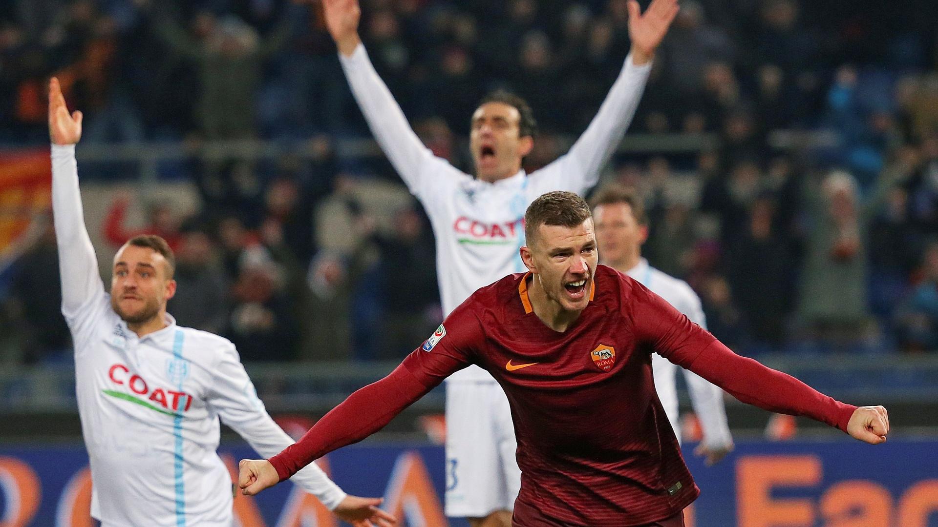 Dzeko celebra gol da vitória da Roma sobre o Chievo