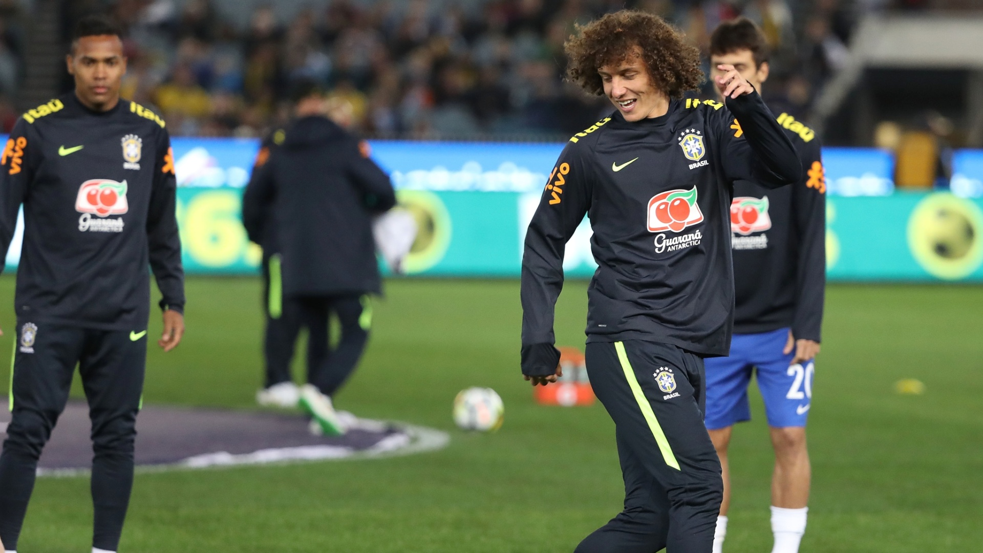 David Luiz durante aquecimento para jogo contra a Argentina