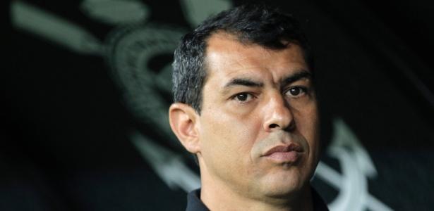 """Carille negou que o Corinthians esteja em """"alerta"""" após tropeços"""
