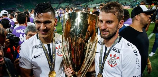 Balbuena e Henrique nas comeorações do título paulista do Corinthians - Rodrigo Gazzanel / Ag. Corinthians