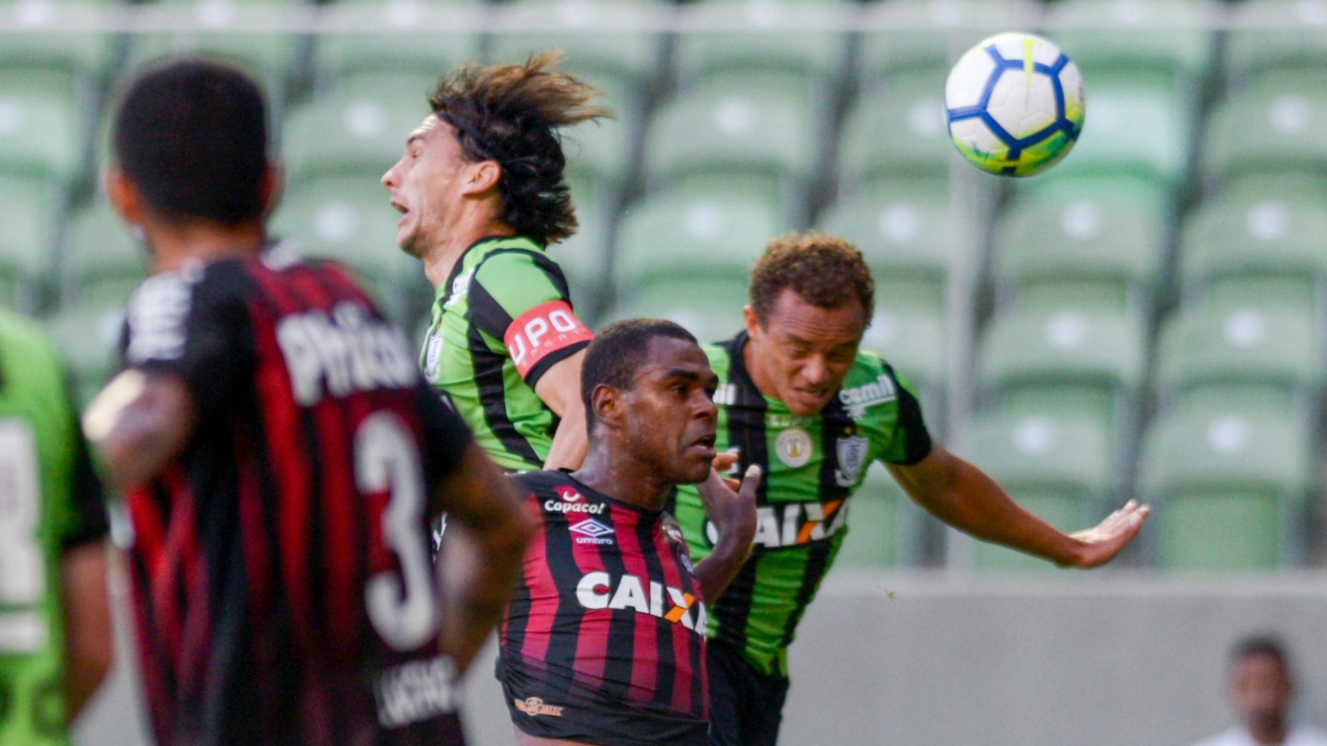 Wanderson foi mal no duelo entre América-MG e Atlético-PR