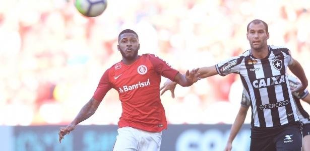 Emerson Santos faz sua estreia pelo Inter contra o Botafogo - Ricardo Duarte/Inter