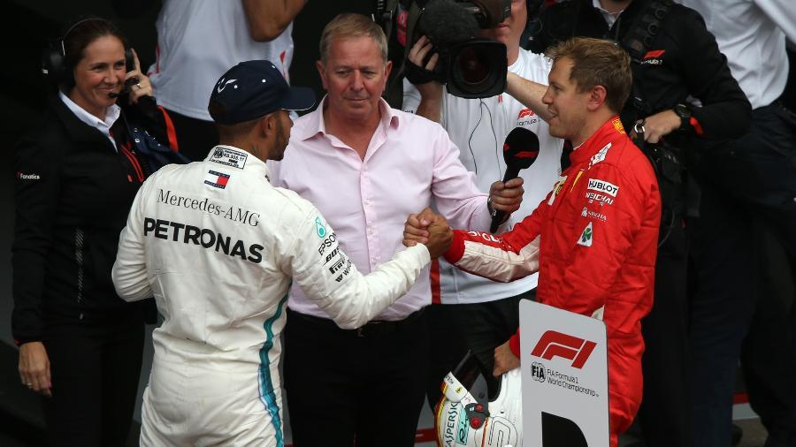 Vettel cumprimenta Hamiton, que tem grandes chances de ser penta neste domingo - Charles Coates/Getty Images