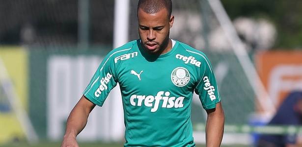 927b8d68e02b7 Palmeiras: Mayke trata dores no púbis e é ausência em treinamento