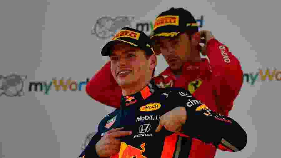 Verstappen e Leclerc no pódio do GP da Áustria - Andrej ISAKOVIC / AFP