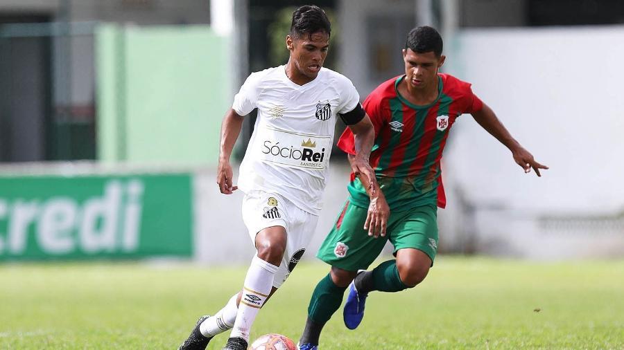 Cadu, jovem promessa da lateral direita do Santos, atuando pelas categorias de base - Pedro Ernesto Guerra Azevedo/Santos FC