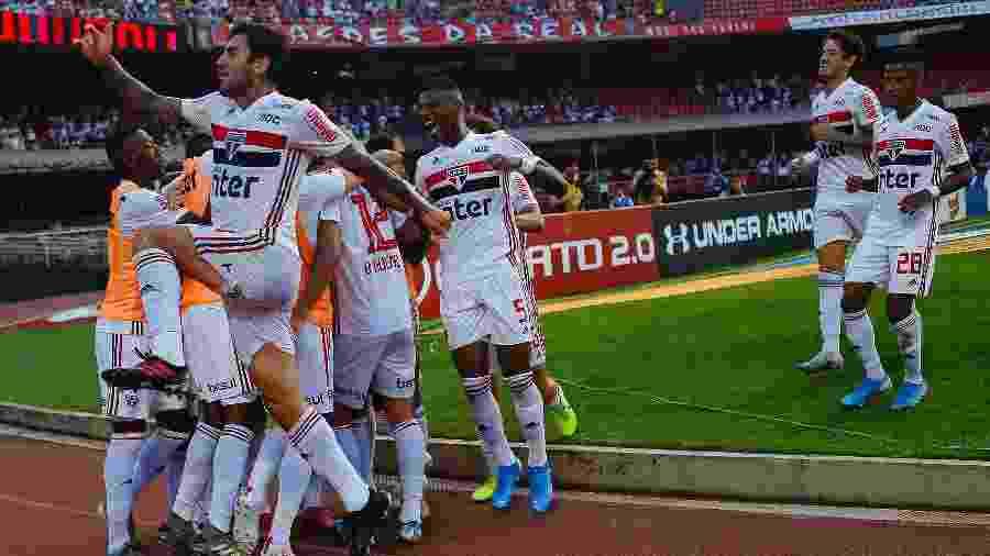 Jogadores do São Paulo comemoram gol marcado contra o Atlético-MG - Daniel Vorley/AGIF