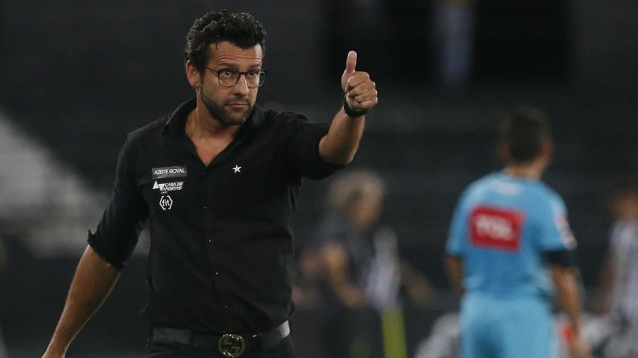 Mesmo contestado pela torcida, Valentim seguirá no cargo por conta de multa milionária - Vitor Silva/Botafogo