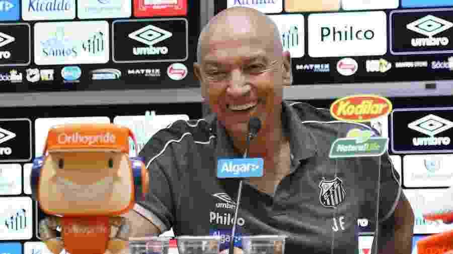 Jesualdo Ferreira, técnico do Santos, durante entrevista coletiva - Pedro Ernesto Guerra Azevedo