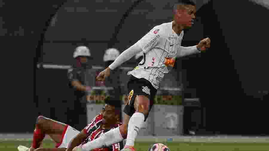 Richard, que foi titular contra o Botafogo-SP, segue no lugar de Cantillo para o duelo contra o Mirassol hoje (26) - ALE VIANNA/ALTAPHOTO/ESTADÃO CONTEÚDO