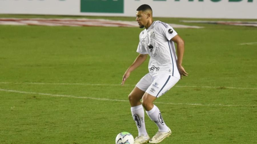Alex, zagueiro do Santos, durante estreia pela equipe - Ivan Storti/Santos FC