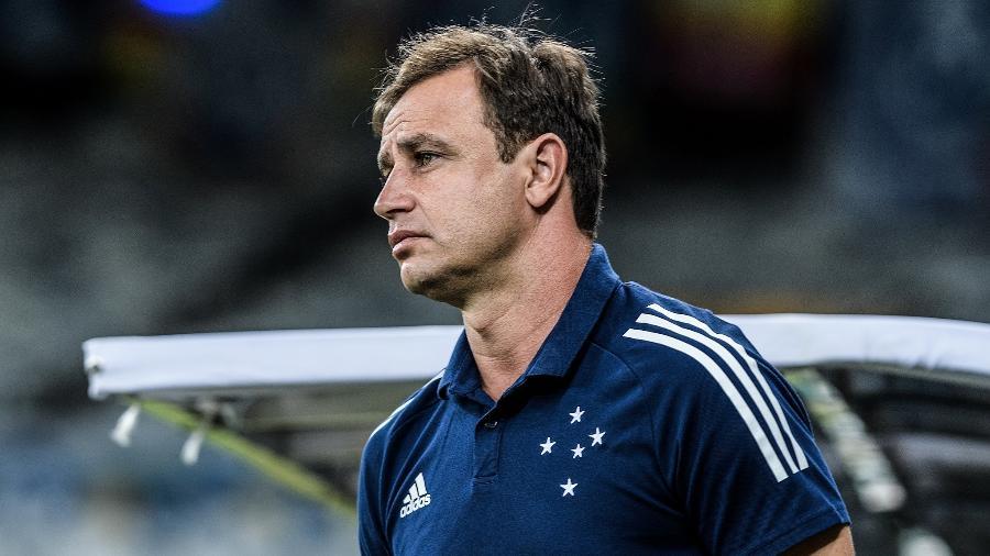 Técnico Felipe Conceição tem dificuldades para mudar o patamar do Cruzeiro em 2021 - Gustavo Aleixo