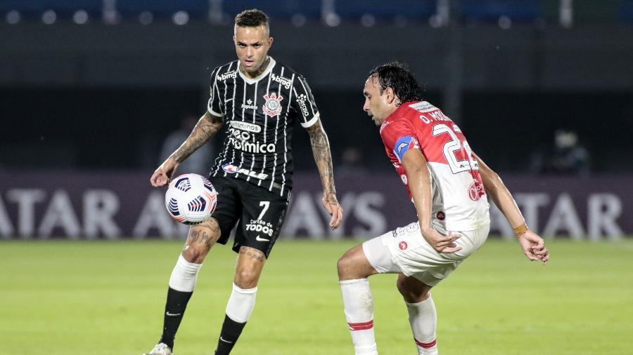 Luan disputa bola no jogo do Corinthians contra o River Plate-PAR, pela Sul-Americana - Rodrigo Coca/Agência Corinthians