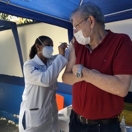 Milton Neves toma segunda dose da vacina contra o Coronavírus - Reprodução/Twitter