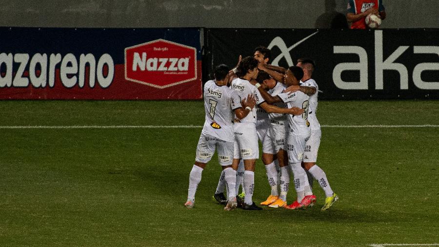 Mariano, do Atletico-MG, comemora gol diante do Athletic Club em partida do Campeonato Mineiro - Alessandra Torres/AGIF