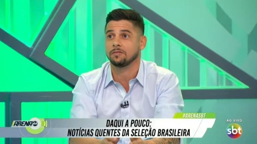 Cicinho diz que tomou bronca de Alexandre Kalil em passagem pelo Atlético-MG - Reprodução/SBT