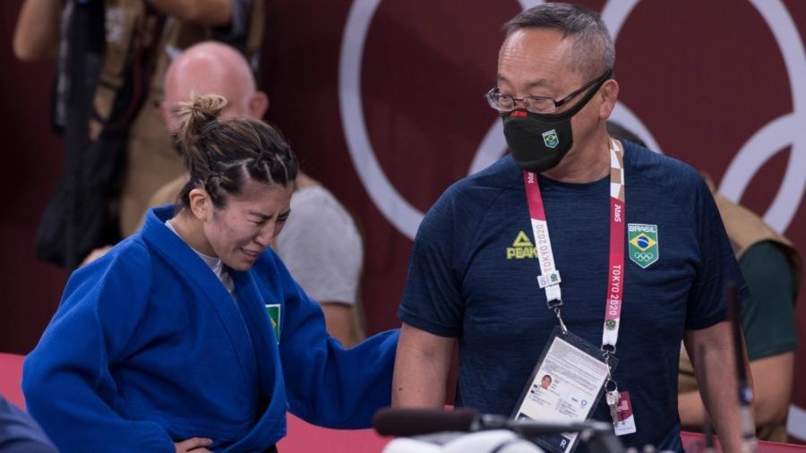 Judoca brasileira Gabriela Chibana chora após ser eliminada das Olimpíadas de Tóquio - Julio Cesar Guimarães/COB