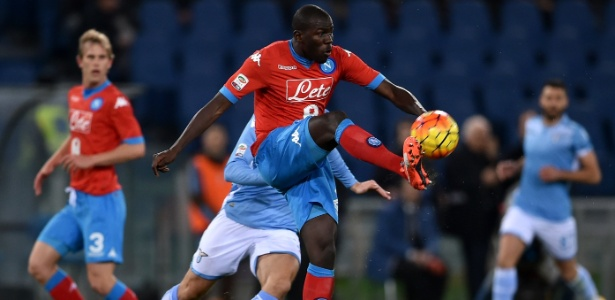 Zagueiro Koulibaly é um dos destaques do Napoli na temporada - Alberto Pizzoli/AFP Photo
