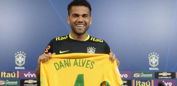 Lateral direito entrará em campo com a camisa 4 no jogo Brasil x Argentina