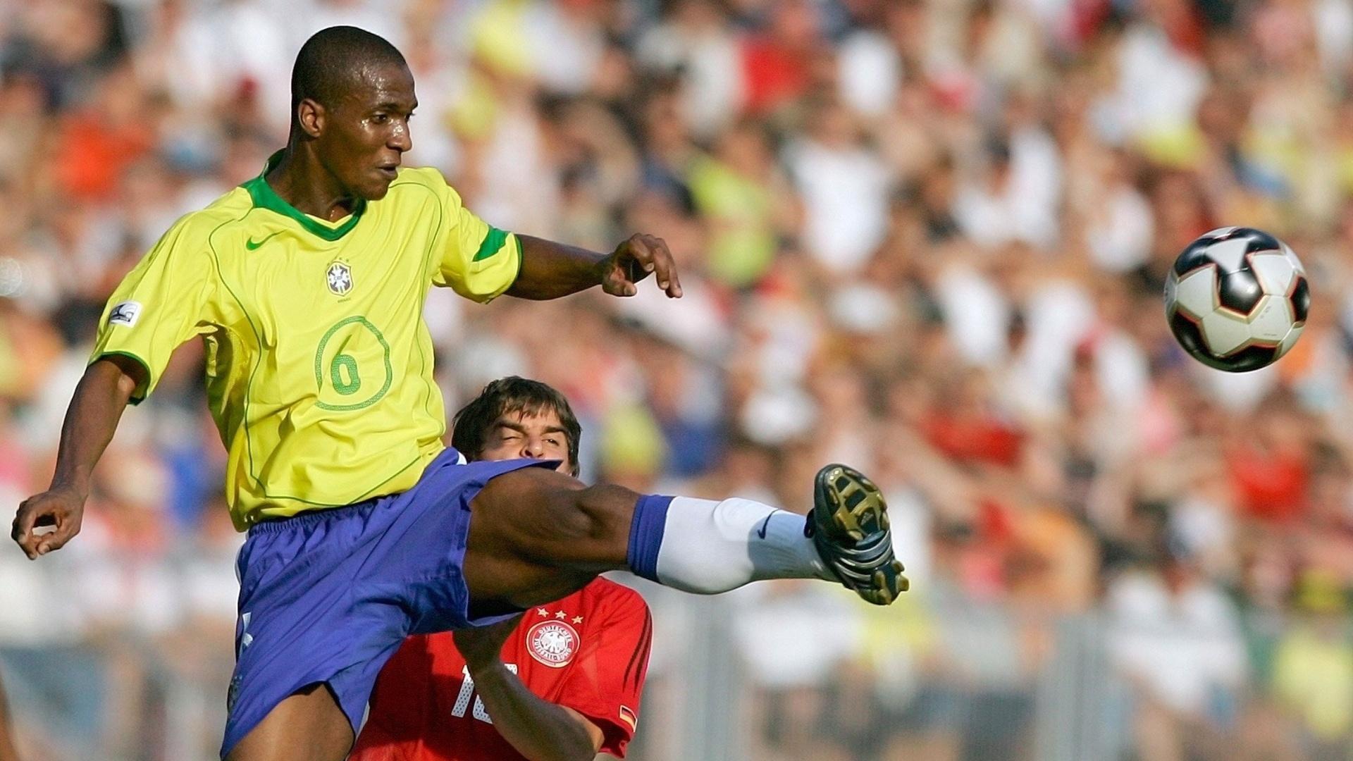 Gilberto durante a Copa das Confederações de 2005