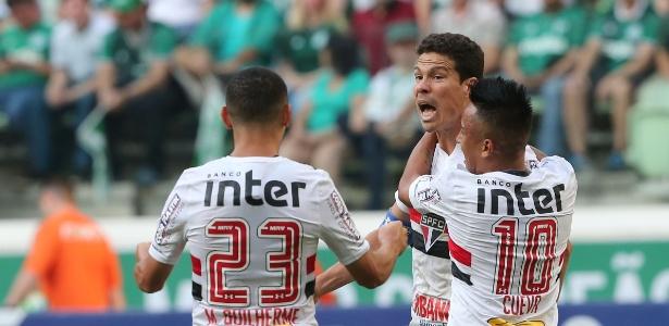 Hernanes, ao centro, marcou sete gols nos últimos sete jogos e é uma das esperanças do São Paulo