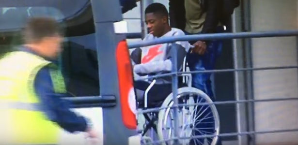 O jogador apareceu na cadeira de rodas antes da cirurgia na Finlândia