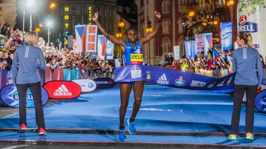 Joyciline Jepkosgei bate o recorde mundial dos 10 km com 29min43 - RunCzech/Divulgação