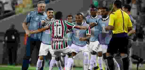 Time do Flu comemora gol de Scarpa contra a LDU. Rivais tem reencontro nesta noite - Lucas Merçon/Fluminense