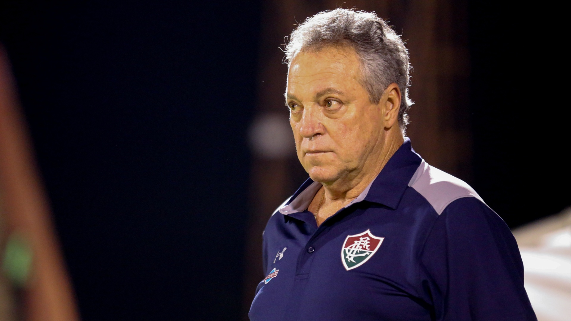 Abel Braga orienta jogadores do Fluminense em partida contra a Portuguesa-RJ