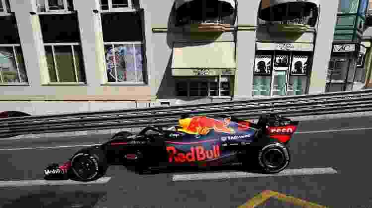 Ricciardo passa em frente a vitrine no GP de Mônaco - Mark Thompson/Getty Images - Mark Thompson/Getty Images