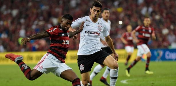 "Corinthians comete gafe e ""promove"" Konami na semifinal da Copa do Brasil"