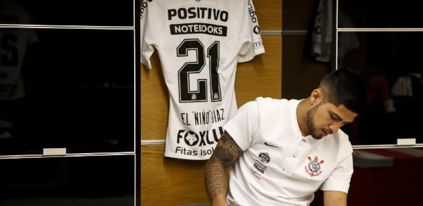 Sérgio Díaz se prepara em vestiário da Arena Corinthians - Rodrigo Gazzanel/Agência Corinthians