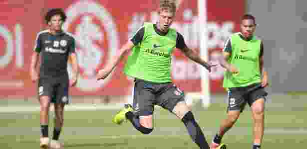 Charles participa de jogada durante treinamento do Internacional - Ricardo Duarte/Inter - Ricardo Duarte/Inter