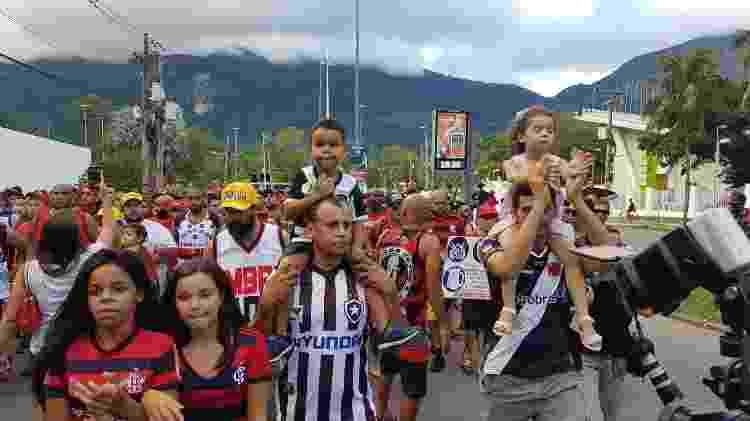 Torcedores vão à Gávea homenagear vítimas de incêndio no CT do Flamengo - Vinícius Castro/UOL - Vinícius Castro/UOL