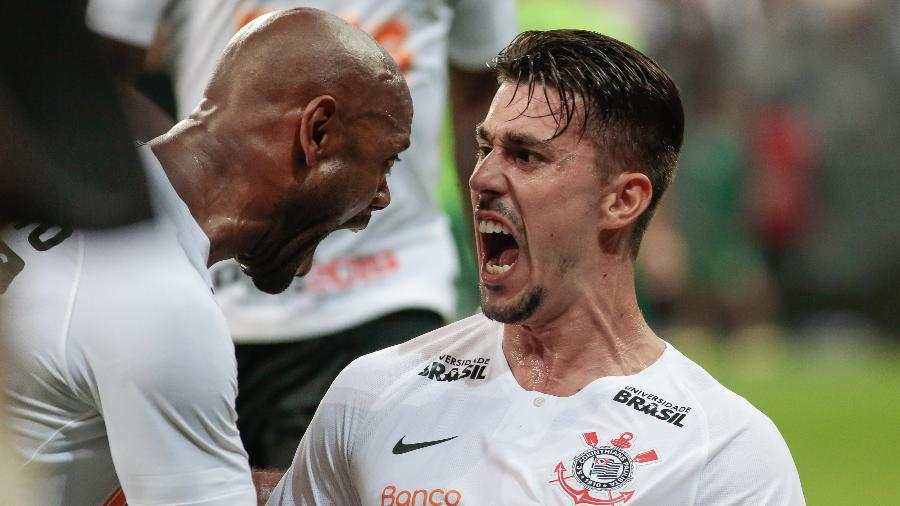 Danilo Avelar pertence ao Torino, da Itália, e está emprestado ao Corinthians até o dia 31 de julho - Marcello Zambrana/AGIF