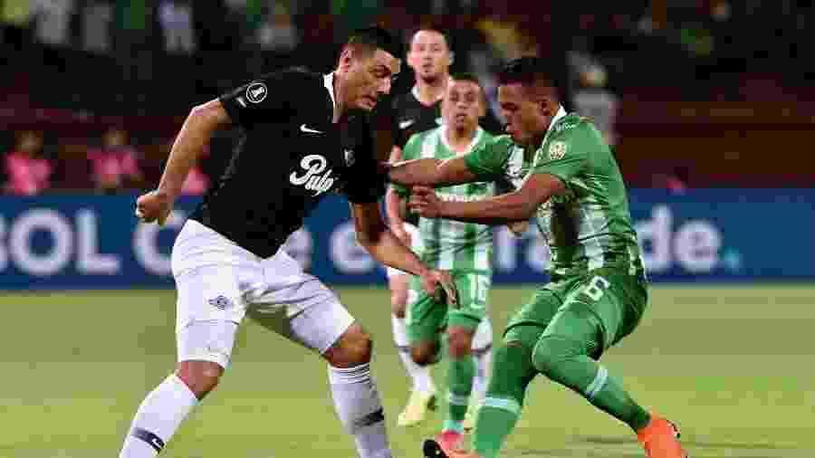 Oscar Cardozo, durante partida entre Libertad e Atlético Nacional - JOAQUIN SARMIENTO / AFP