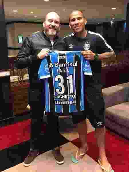 Adriano Tiezerini (à esquerda) trabalhou com jogadores como Jael (foto) e Keirrison - Reprodução