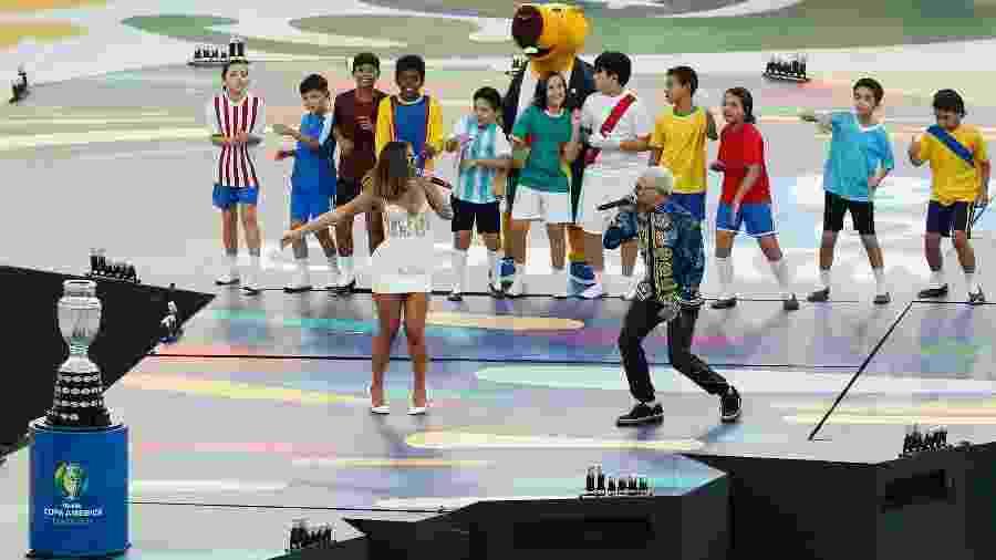 Anitta e Pedro Capó em show no encerramento da Copa América 2019, no Maracanã - Wagner Meier/Stringer
