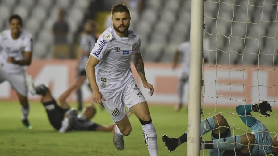 Eduardo Sasha comemora gol marcado contra o Botafogo - Ivan Storti/Santos FC