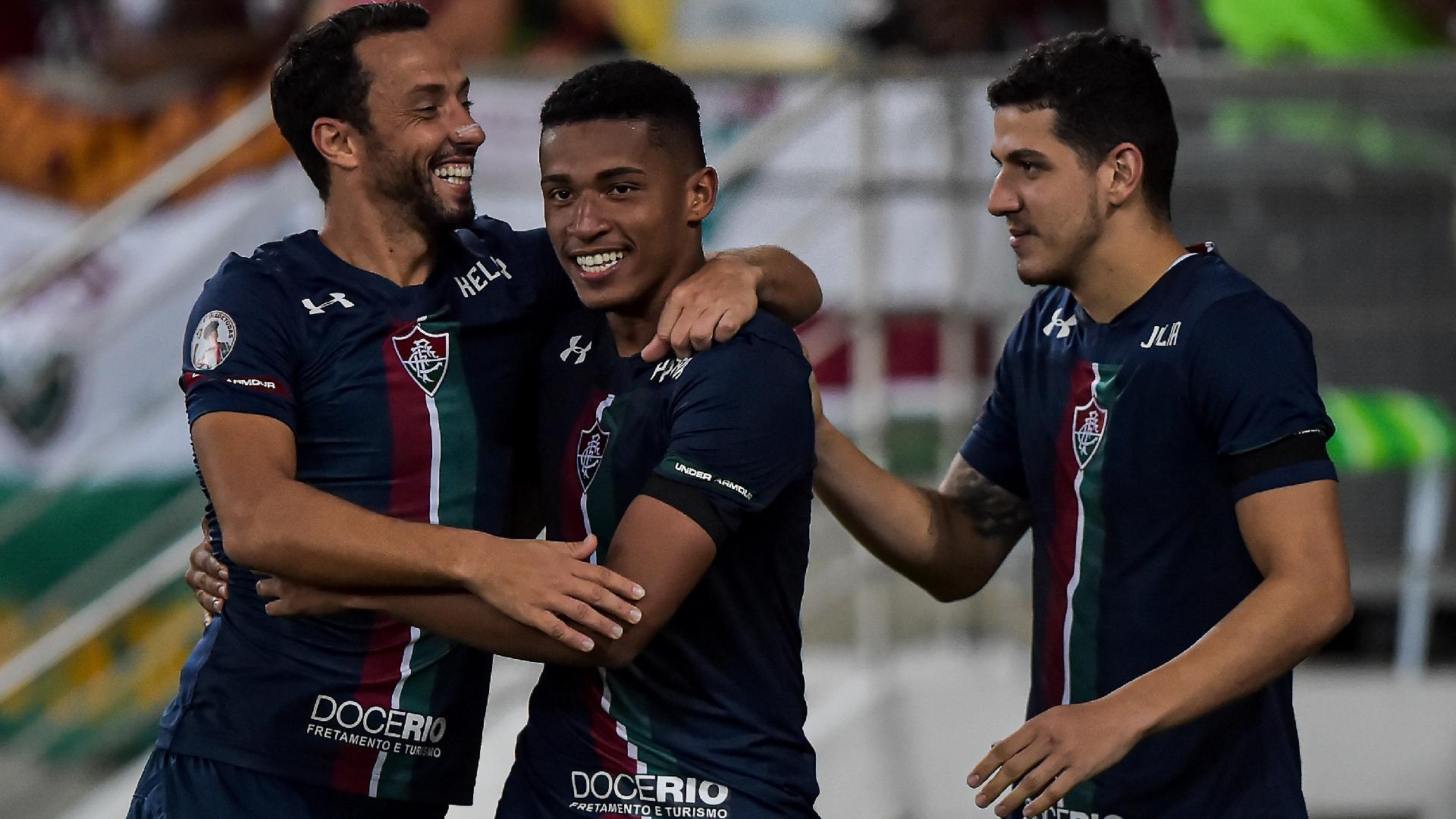 Nenê e Marcos Paulo comemoram gol do Fluminense e Resende