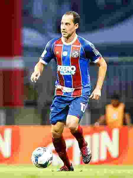 Rodriguinho carrega a bola durante sua estreia pelo Bahia - Felipe Oliveira / EC Bahia