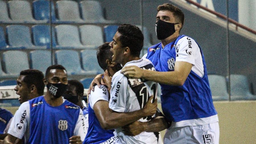 Jogadores da Ponte Preta comemoram gol no Paulistão - Luiz Guilherme Martins/Ponte Press